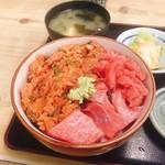 104407631 - 二色丼1000円