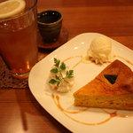 コンフィデンスカフェ - アイスレモンティー(380円)かぼちゃのベイクドチーズケーキ(450円)