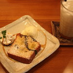 コンフィデンスカフェ - 濃厚キャラメルミルク(450円)さつま芋と黒ごまのパウンドケーキ(400円)