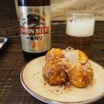 大阪イギー - 料理写真:ビール & たこ焼き(カリカリVer)