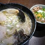 らー麺 とぐち - ラーメンとチャーシュー丼