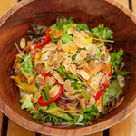 OUTDOOR CAFE MEER LOUNGE - 【ノンミートメニュー】7種野菜とローストしたアーモンドのサラダ~人参ドレッシング~