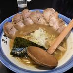 高田 煮干しと焼き味噌 豆亭 - 醤油ラーメン、チャーシュー増し