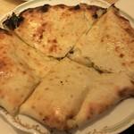 ミラン・ナタラジ - チーズ入りのナン(単品で注文)