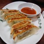 東京餃子楼 - 紫蘇餃子。味噌だれはそのままでもご飯がすすむ。