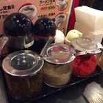 長浜ラーメン 風び - 卓上の調味料