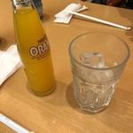 讃兵衛 - ジュースは瓶で提供されました