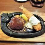 トマト&オニオン - 料理写真:ハンバーグ & ジャンボ海老フライ