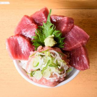 鮮度ピカイチ!旨すぎて特大すぎる海鮮丼を思いっきり頬張る幸せ