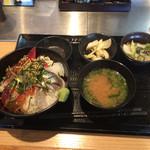 寿司を味わう 海鮮問屋 浜の玄太丸 - お刺身たっぷりながら、のないあら汁