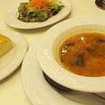 ソーニ・ディ・ソーニ - サラダ、フォカッチャ、 スープ。