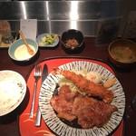 104486753 - エビフライと生姜焼き定食