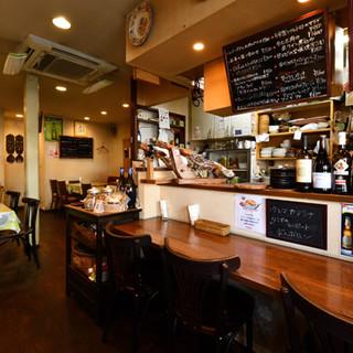 """家庭的な雰囲気の""""スペイン食堂""""でお食事をお楽しみください"""