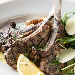 四季折々の食材や新鮮なジビエを気さくな一皿で