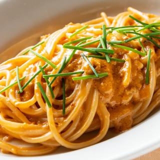 イタリアから仕入れた、こだわりの乾麺と自家製手打ち麺のパスタ