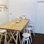 カフェトリエ - ナチュラル・ホワイトを基調としたクリーンなカフェ