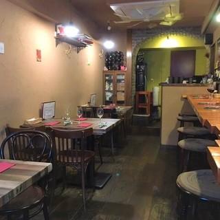 カウンター5席とテーブル4卓の隠れ家イタリアン