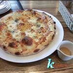 427キッチン - クワトロフォルマッジョ(4種チーズとハチミツ)