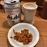 麺通 - 缶ビール 400円 辛し高菜