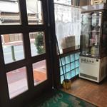 喫茶アミー - 席から入口付近を写してみました