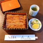 104511488 - うな重(税別5,300円)