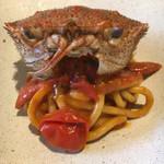104513079 - 手作りパスタ2:ビーゴイ 蟹の旨みを味わいました。トマトソース。 漁師街で培われたソース。太めのロングパスタ。かなり好み。