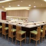 鮨 乃すけ  - 当店自慢のカウンター席です。静岡県産の檜木を仕様しております。