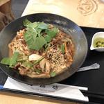 逸品坊 - トリュフオイルの汁なし担々麺(1,080円)