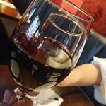 104517568 - ワインで乾杯