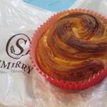 サンメリー - あまおう苺味のミルクパン