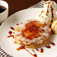 ピザーラ エクスプレス - 新食感パンケーキ♪パンケーキの表面をカリッとキャラメリゼし、中にはとろ~りカスタードクリームがたっぷり!!