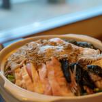 味ごよみ宮田 - 2019.3 炒めた生アンキモがペースト状になったらドブ汁の土鍋に投入