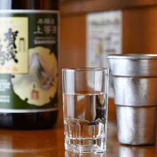 サイドメニューも充実♪燗付けした日本酒をチロリでどうぞ
