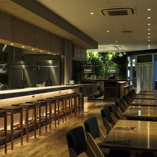 広々空間にてお食事を。企業様パーティーや結婚式2次会に最適