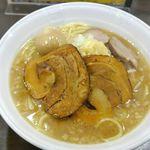 ガツ盛りラーメン みちる屋 - 今回は「ザ☆ブッタマ 中」1000円を野菜少なめ、背脂少なめ、にんにくありで注文。