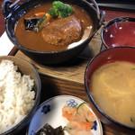ほうらんや - 野菜たっぷりの煮込みバーグセット♪ 1.280円 (サラダバー付き)