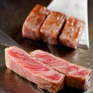 あっさりと上品な味わいが特徴の神戸牛をご堪能下さいませ
