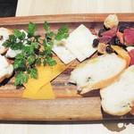 イタリアン&バール アルバータ - チーズ盛り合わせ