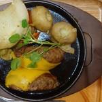 いしがまやハンバーグ - プレミアムハンバーグステーキ+レッドチーズ、淡路島玉ねぎ