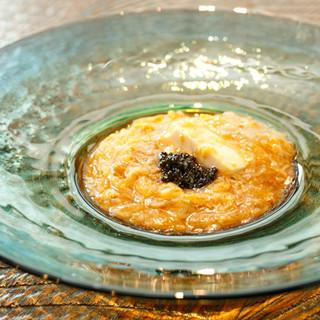 油と塩によって誕生する、食材の持ち味を極限まで引き出す一皿