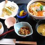 おさかなダイニング ぎんりん亭 - 料理写真:うさぎ三段跳び丼