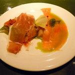 10456743 - イタリア産の生ハムとスモークサーモンの盛り合わせ