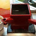 信州屋 - そば処 信州屋 渋谷店 赤角湯桶で用意される薄めの蕎麦湯