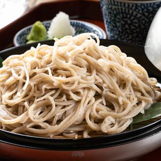 料理人の熟練の技術で、洗練された風味豊かな一皿へと仕上げます