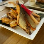 フクモリ - さくら鱒の味噌粕漬け焼きと、山形ハーブ鶏のしょっつる塩焼き