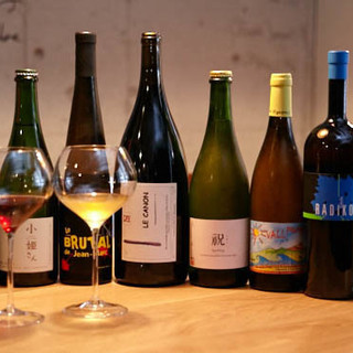 自然派ワインは300本以上!吟味した日本酒もあります