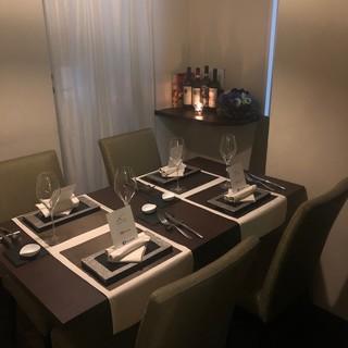 隠れ家イタリアンの個室。接待、会食、デート利用に。