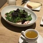 クラッティーニ - ズベッタと季節のサラダ、ズベッタは野菜のポタージュ、今回はカボチャがわりと主張していました。