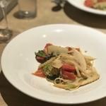 クラッティーニ - 温パスタで。筍と静岡トマトのペペロンチーノ、乳化されたトマトの旨味がそれ以上のものにかわっています。