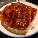 宮崎牛第一号指定店 焼肉の幸加園 - 特上カルビで牛丼を!